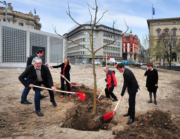 Leipzigs Grün – Baumpflanzung anläßlich der Neuerscheinung des Buches am 19. April 2013
