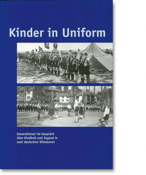 Kinder in Uniform
